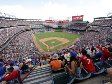 Los Texas Rangers enfrentaron a los New York Yankees en el último juego disputado en el Globe Life Park de Arlington, el 29 de septiembre.