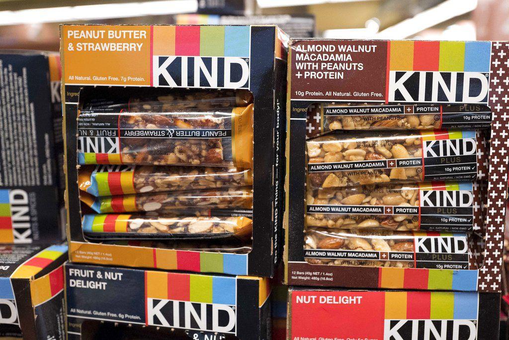 Esta foto de archivo del 9 de febrero del 2017 muestra paquetes de barras de dulces Kind a la venta en un supermercado de Nueva York. (AP Foto/Mark Lennihan, Archivo)