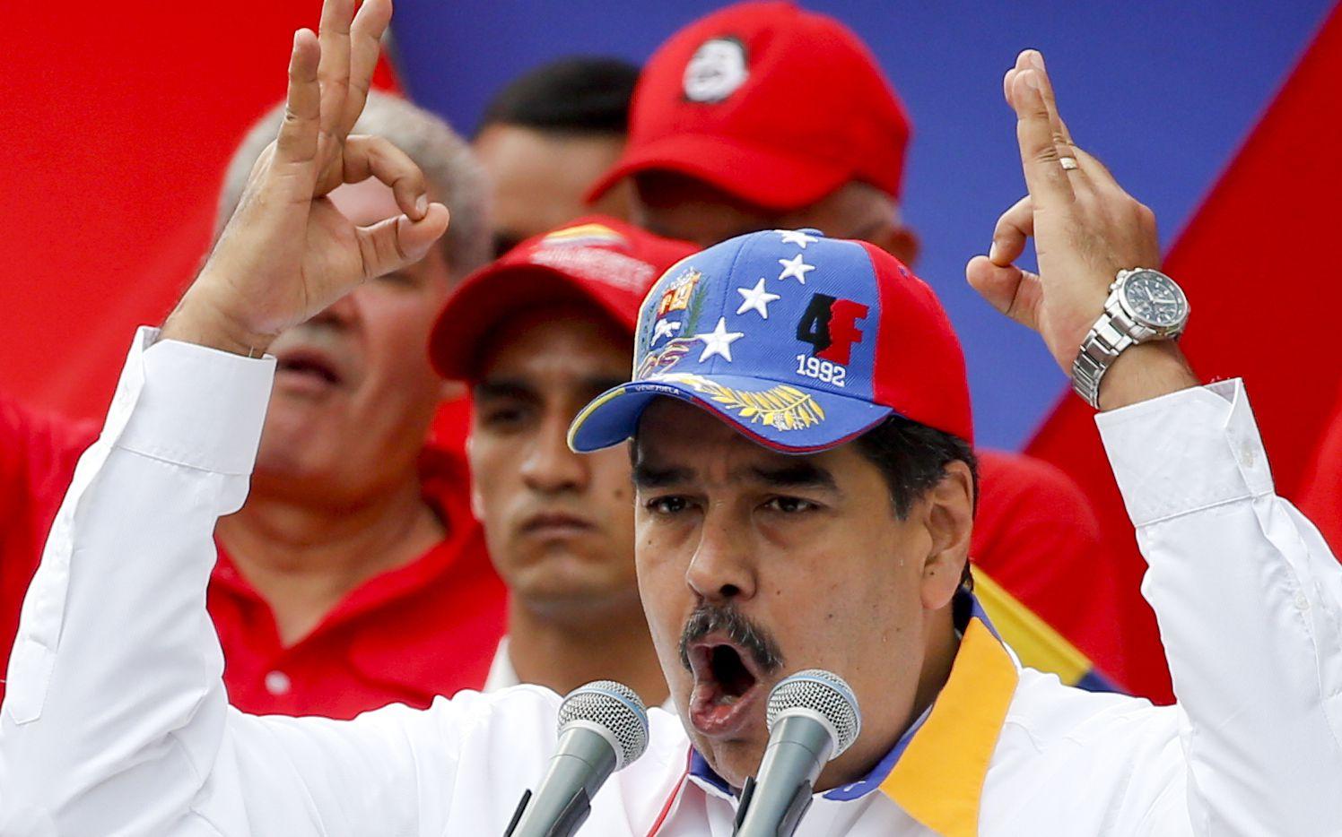Nicolás Maduro dijo que acepta el reto de dejar el sillón presidencial si su partido no se impone en las elecciones de diciembre.
