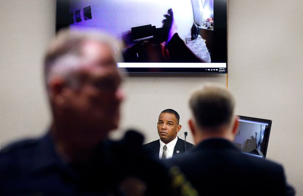 Texas Ranger David Armstrong (center) listens as body camera footage plays in the courtroom during the murder trial of Amber Guyger.
