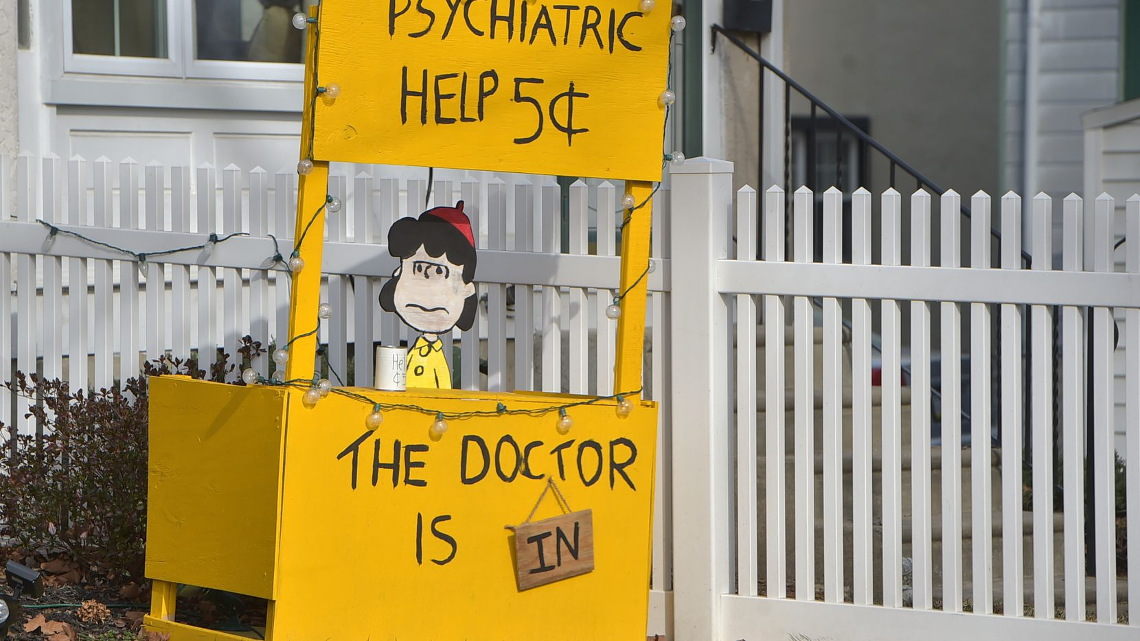 """A re-creation of the Peanuts """"Psychiatric Help"""" stand is seen in Upper Darby, Pa., on Jan. 14. On a few weekends this spring, Tyra Damm sat behind a booth modeled after the Peanuts one and offered advice to anyone who stopped and asked."""
