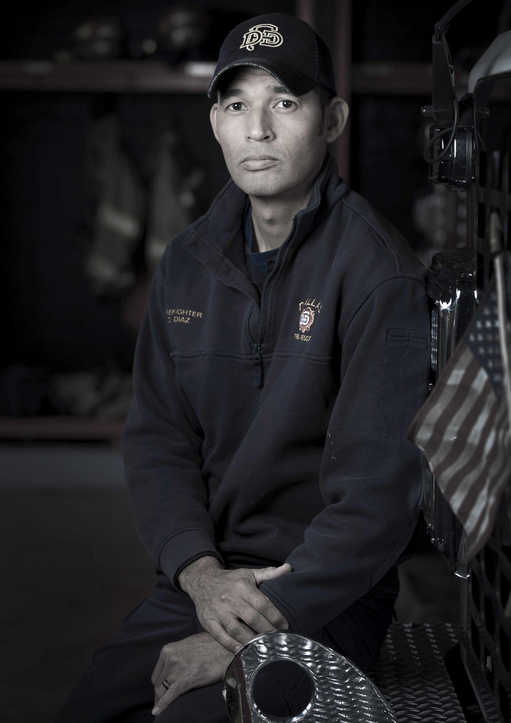 Daniel Díaz, paramédico de Fire-Rescue, dio los primeros auxilios al policíaMike Smith, quien posteriormente murió en el hospital.