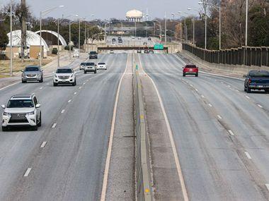 Traffic on Dallas North Tollway under Walnut Hill Lane.