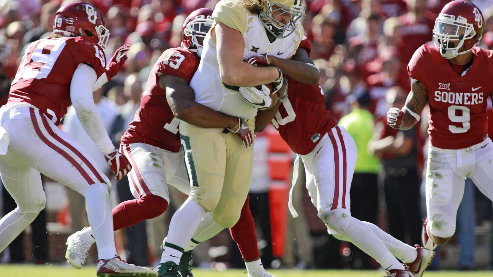 NORMAN, OK - NOVEMBER 12:  The Oklahoma Sooners defense tries to take down tight end Sam Tecklenburg #88 of the Baylor Bears November 12, 2016 at Gaylord Family-Oklahoma Memorial Stadium in Norman, Oklahoma. Oklahoma defeated Baylor 45-24. (Photo by Brett Deering/Getty Images)