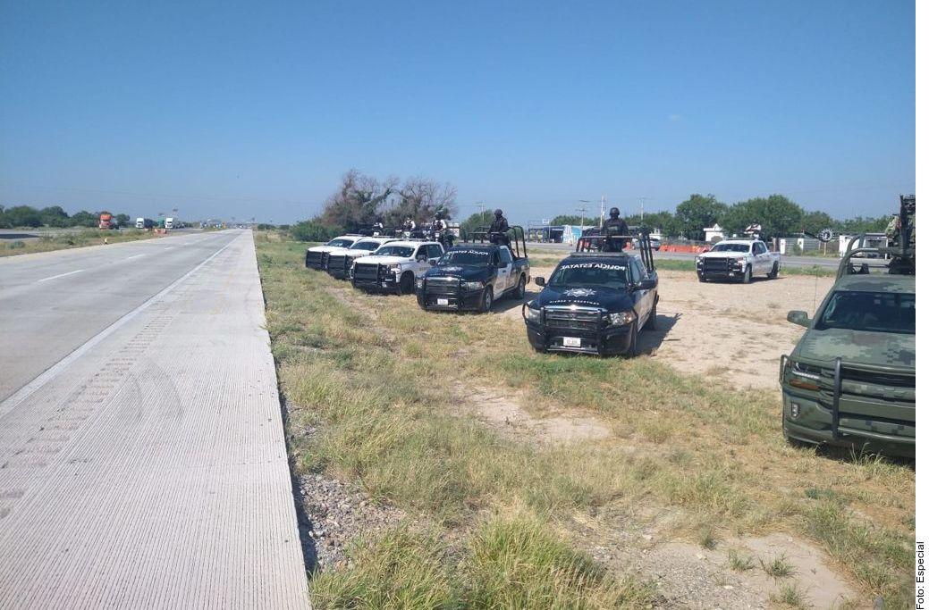 Diversas fuerzas policiales vigilan la carretera de Monterrey a Nuevo Laredo, luego de que se han reportado más de 70 personas que desaparecen en el trayecto en lo que va de 2021al 25 de junio.