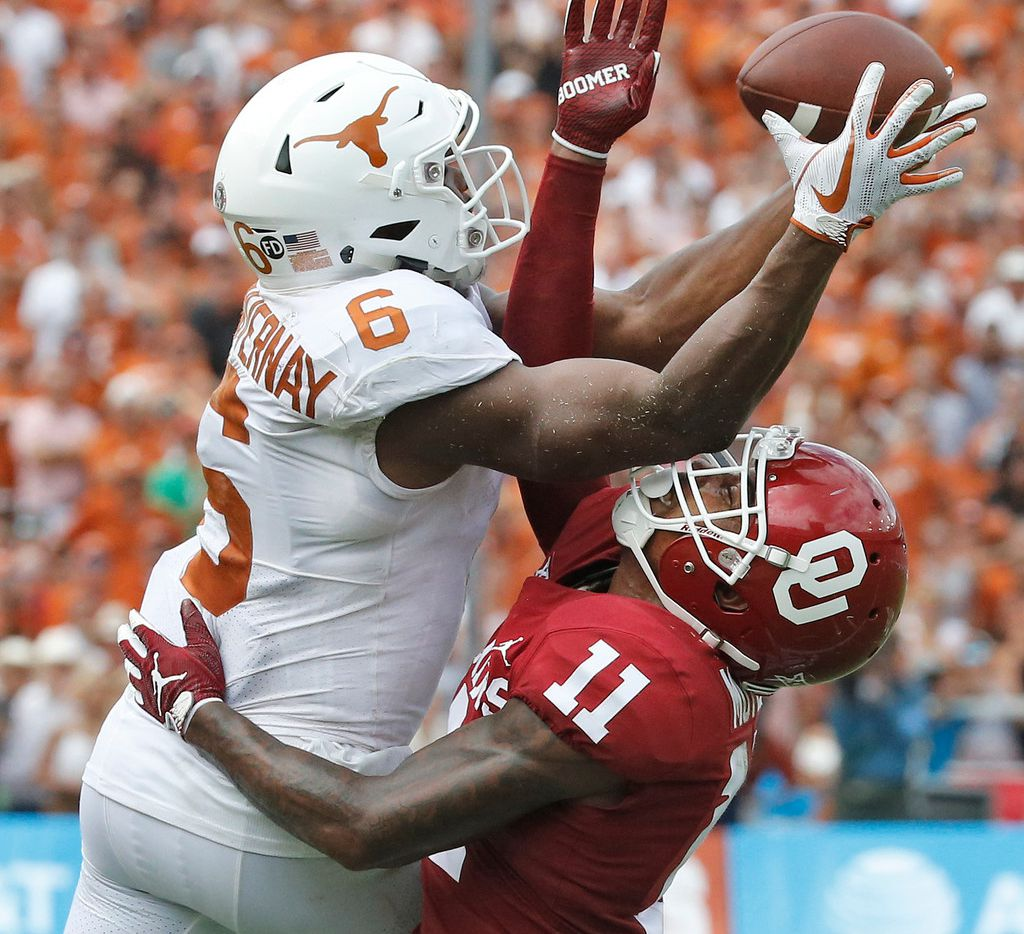 Texas Longhorns wide receiver Devin Duvernay (6) tries to catch a pass over the defense of Oklahoma Sooners cornerback Parnell Motley (11) during the University of Texas Longhorns vs. the Oklahoma Sooners NCAA football game at the Cotton Bowl in Dallas on Saturday, October 6, 2018. (Louis DeLuca/The Dallas Morning News)