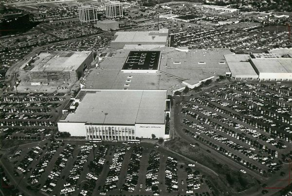Valley View Center's parking lots were jammed during the Christmas rush once upon a time, but such heady times haven't been seen there in recent years.