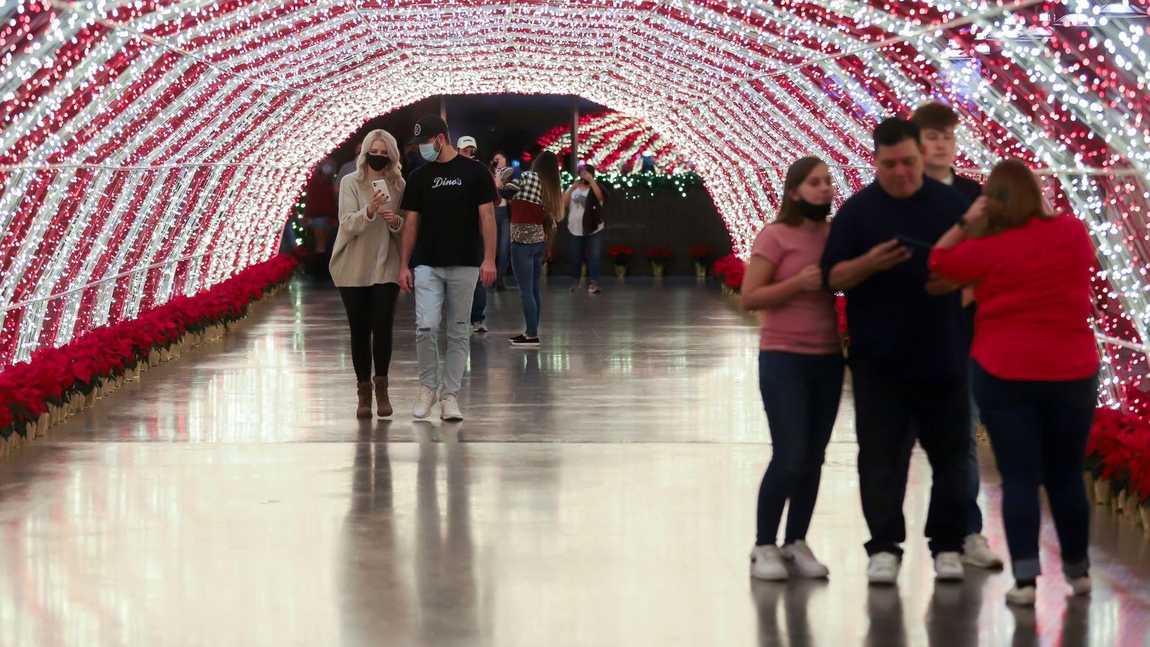 Luminova Holidays en el Globe Life Field en Arlington, uno de varios lugares en el Norte de Texas para disfrutar de lucecitas navideñas este 2020.