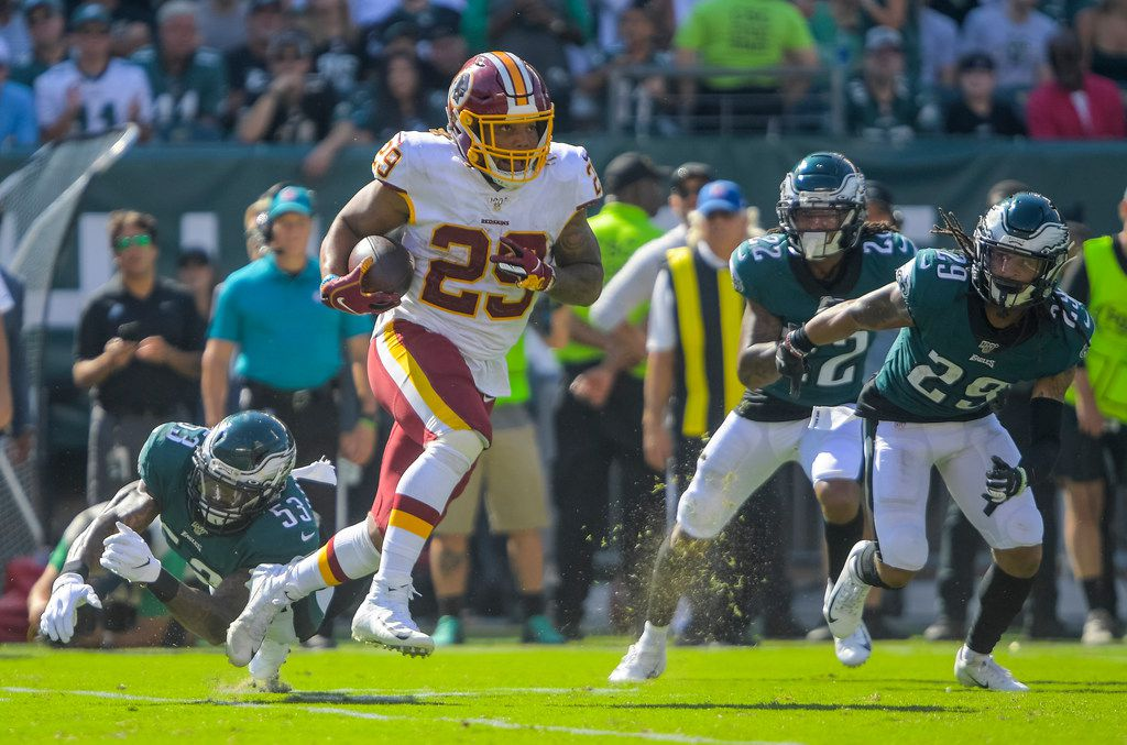 Washington Redskins running back Derrius Guice (29) looks for running room during Sunday's game versus the Eagles. MUST CREDIT: Washington Post photo by John McDonnell.