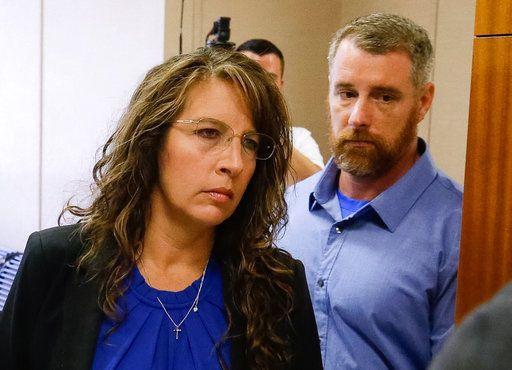 La alguacil del Condado de Harris, Chauna Thompson, y su esposo, Terry. Foto AP.