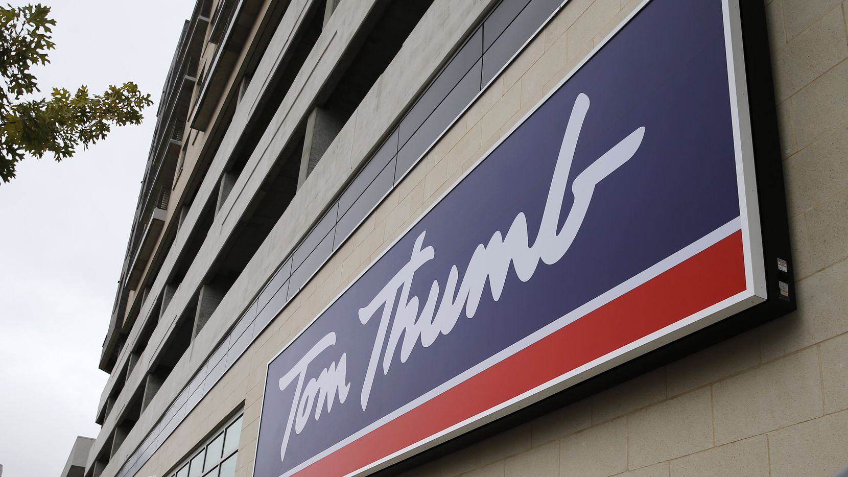 This 56,000-square-foot Tom Thumb grocery store, just east of downtown Dallas on Live Oak Street, is on the street level of the Gabriella, a 378-unit apartment building.