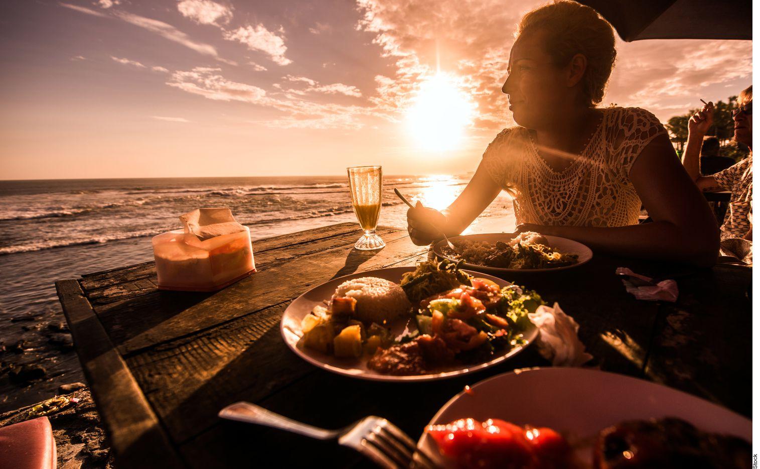 Durante estas vacaciones no comas por comer, identifica cuándo es hambre y cuándo ansiedad o antojo. AGENCIA REFORMA