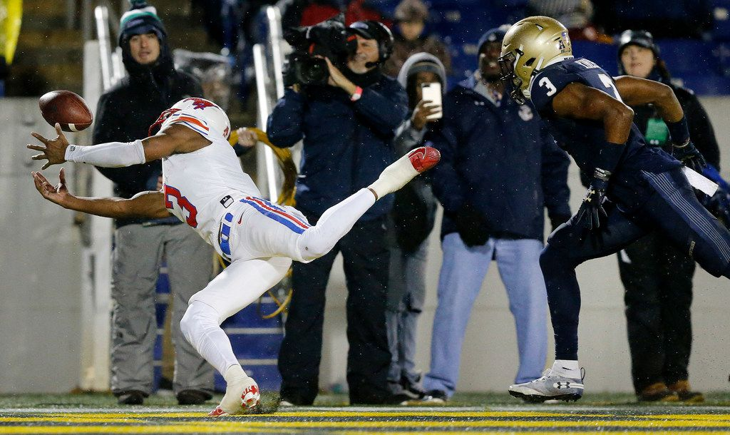 Southern Methodist Mustangs wide receiver James Proche (3) tried to make a one-handed catch in the end zone as he's covered by Navy Midshipmen cornerback Cameron Kinley (3) in the fourth quarter at Navy-Marine Corps Memorial Stadium in Annapolis, Maryland, Saturday, November 23, 2019. The pass fell incomplete. (Tom Fox/The Dallas Morning News)
