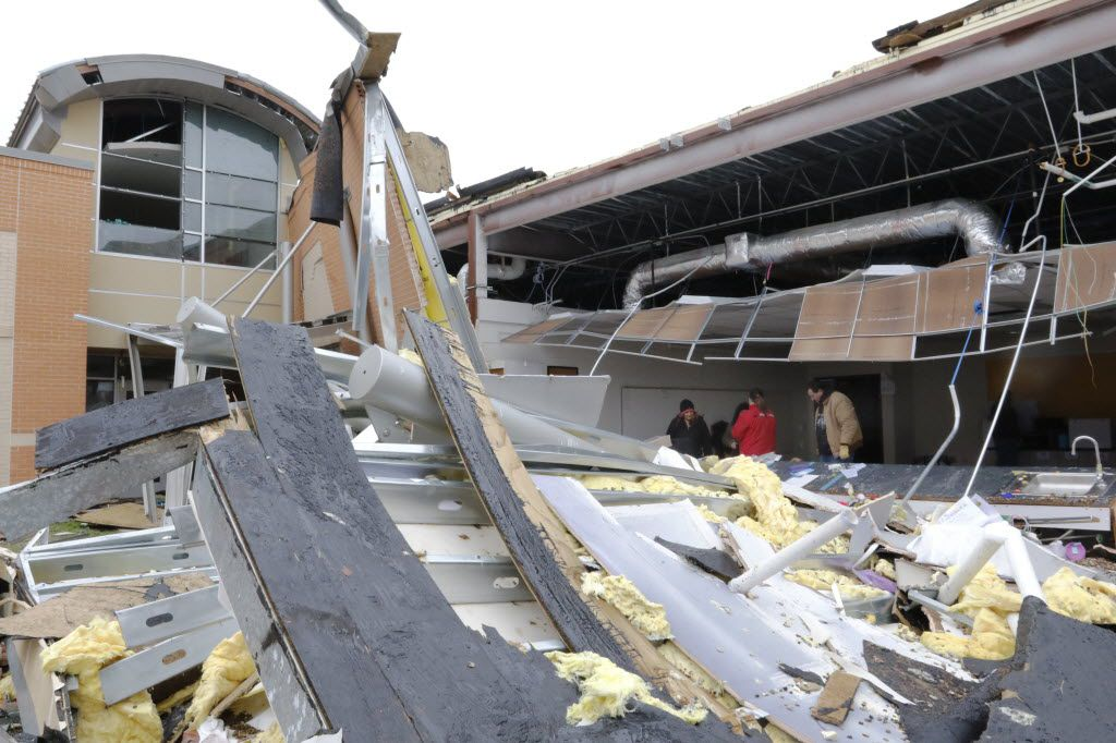 Volunteers salvage what they can from the storm-damaged Donald T. Shields Elementary School in Red Oak and transferred it to a vacant junior high school building on Dec. 28, 2015.  (David Woo/The Dallas Morning News)