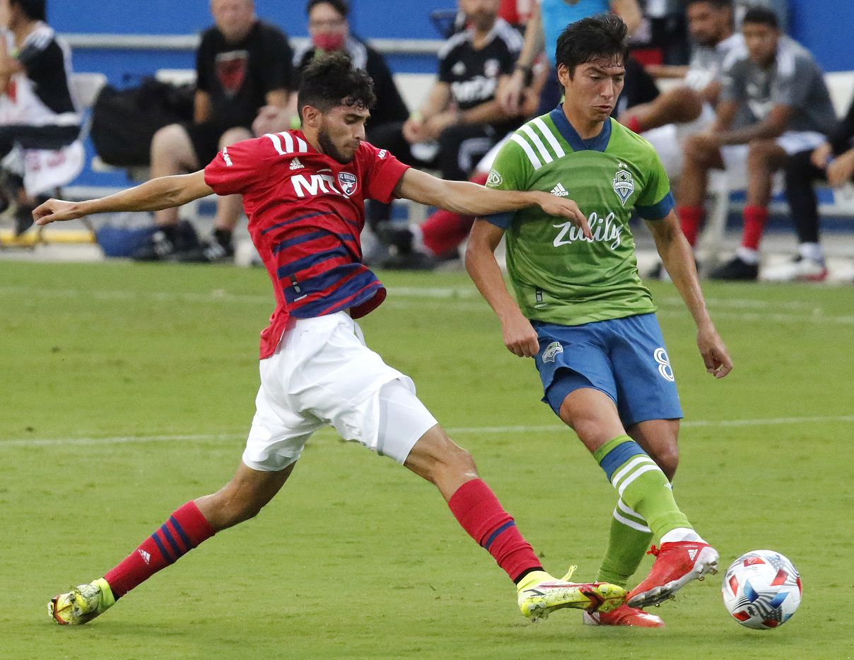 FC Dallas forward Ricardo Pepi (16) battles for the soccer ball with Seattle Sounders midfielder Jordy Delem (8) during the first half as FC Dallas hosted the Seattle Sounders at Toyota Stadium in Frisco on Wednesday night, August 18, 2021. (Stewart F. House/Special Contributor)