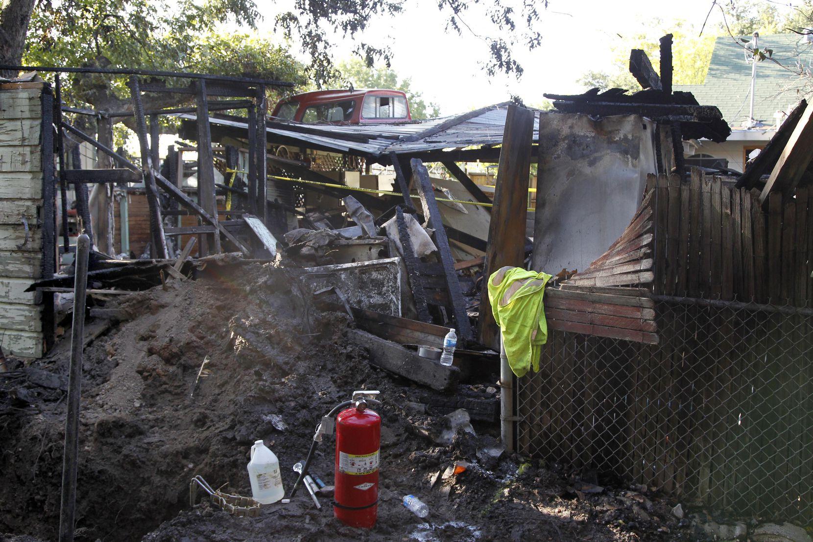 Así quedó la casa de la familia Méndez en Woodin Blvd., en septiembre de 2011. En principio Atmos dijo que fue un rayo, pero después pagó una indemnización a la familia. DMN
