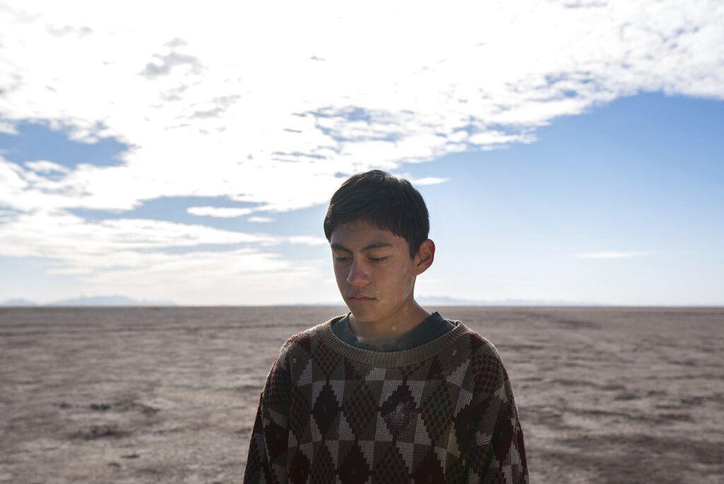 """Hatzín Navarrete en una escena de """"La caja"""" de Lorenzo Vigas. La película se exhibirá en competencia en el Festival de Cine de Venecia, que comienza el 1 de septiembre de 2021. (""""La caja"""" vía AP)"""