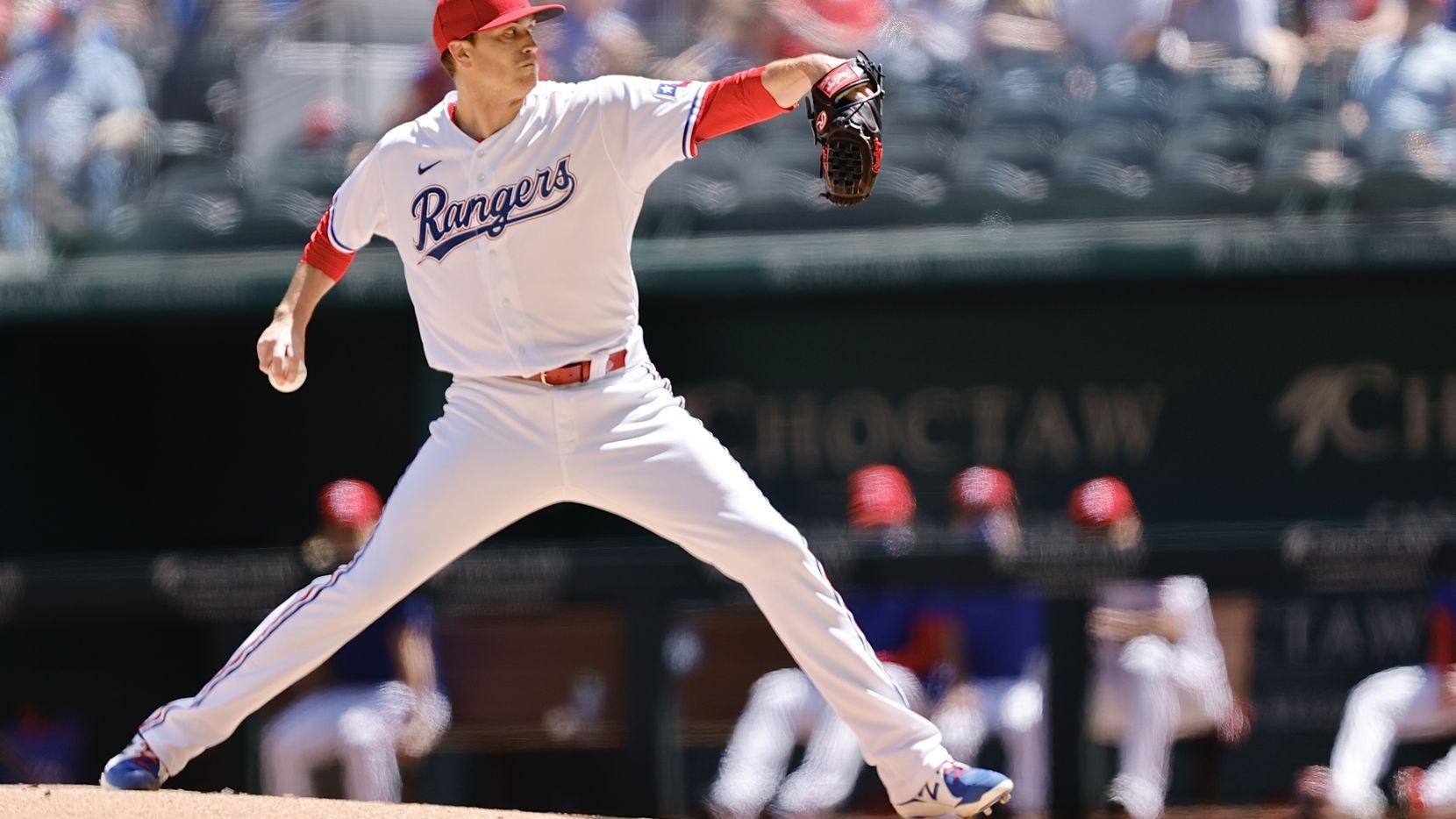 El pitcher de los Rangers de Texas, Kyle Gibson, ponchó a ocho bateadores de los Blue Jays de Toronto en el juego efectuado en el Globe Life Field de Arlingon, el 7 de abril de 2021.