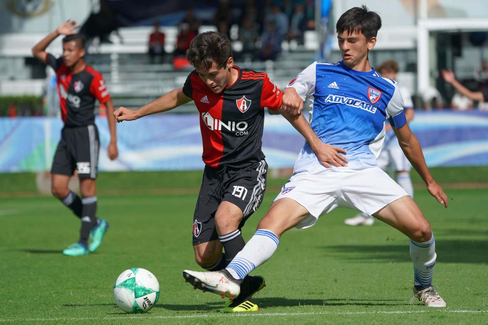 Diego Letayf of the FC Dallas Academy playing against Atlas in the 2018 Torneo Internacional.