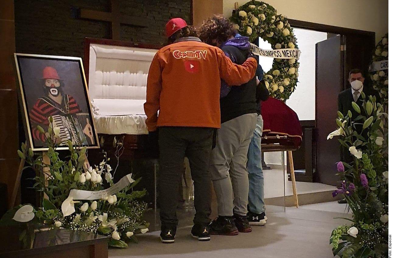 """Familiares y amigos despidieron al payaso y cantante mexicano Ricardo González """"Cepillín"""" en un funeral a puertas abiertas realizado en la Ciudad de México."""