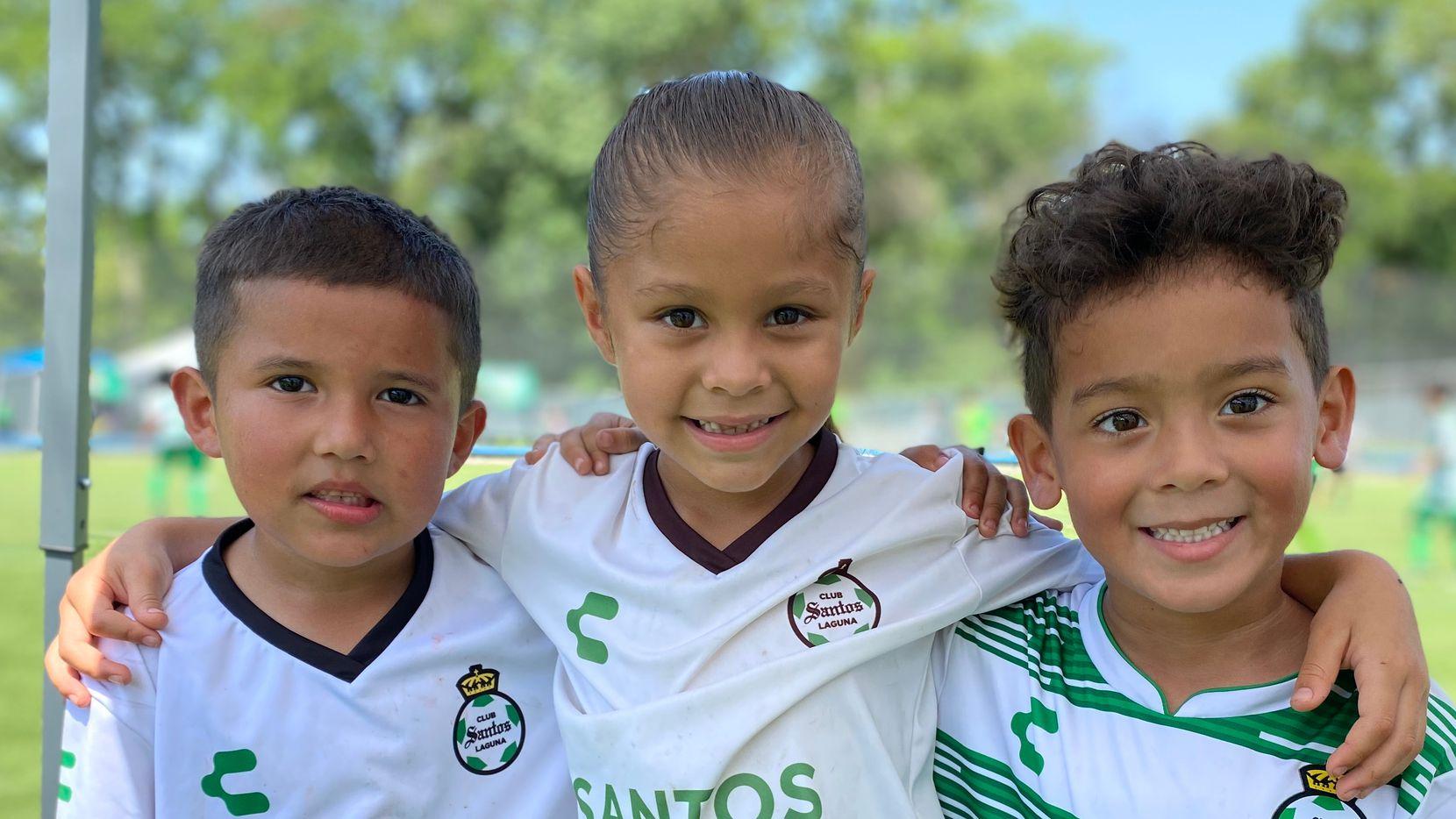 Pequeños que integran equipos de la Academia de Santos Laguna en Dallas Central.