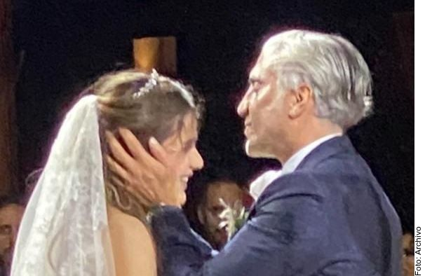 Alejandro Fernández junto a su hija Camila, el día de su boda en agosto de 2020.