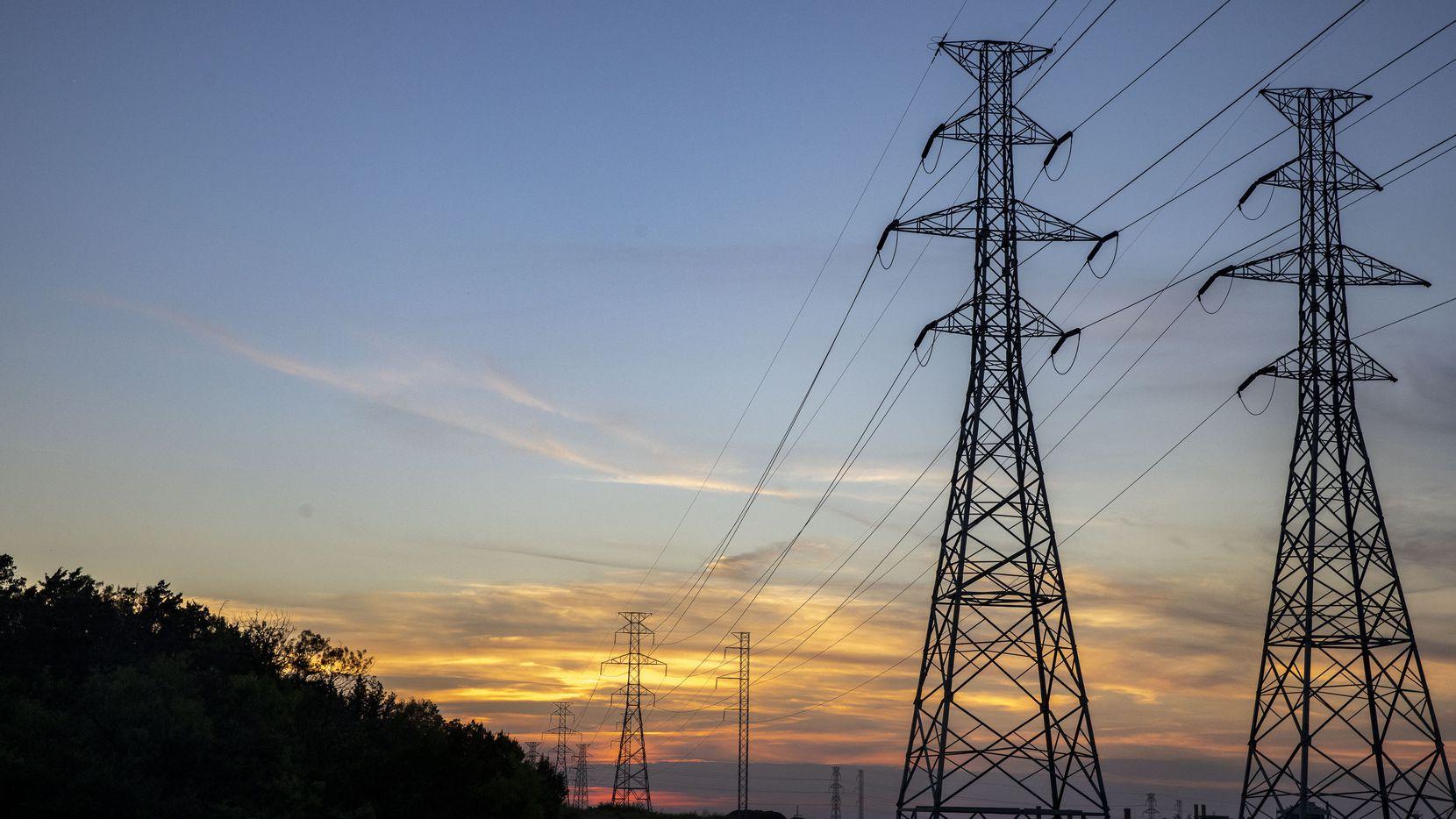 Una casa promedio de Texas es de alrededor de 2,031 pies cuadrados y usa 1,176 kilovatios-hora (kWh) mensuales, según ElectricityPlans.