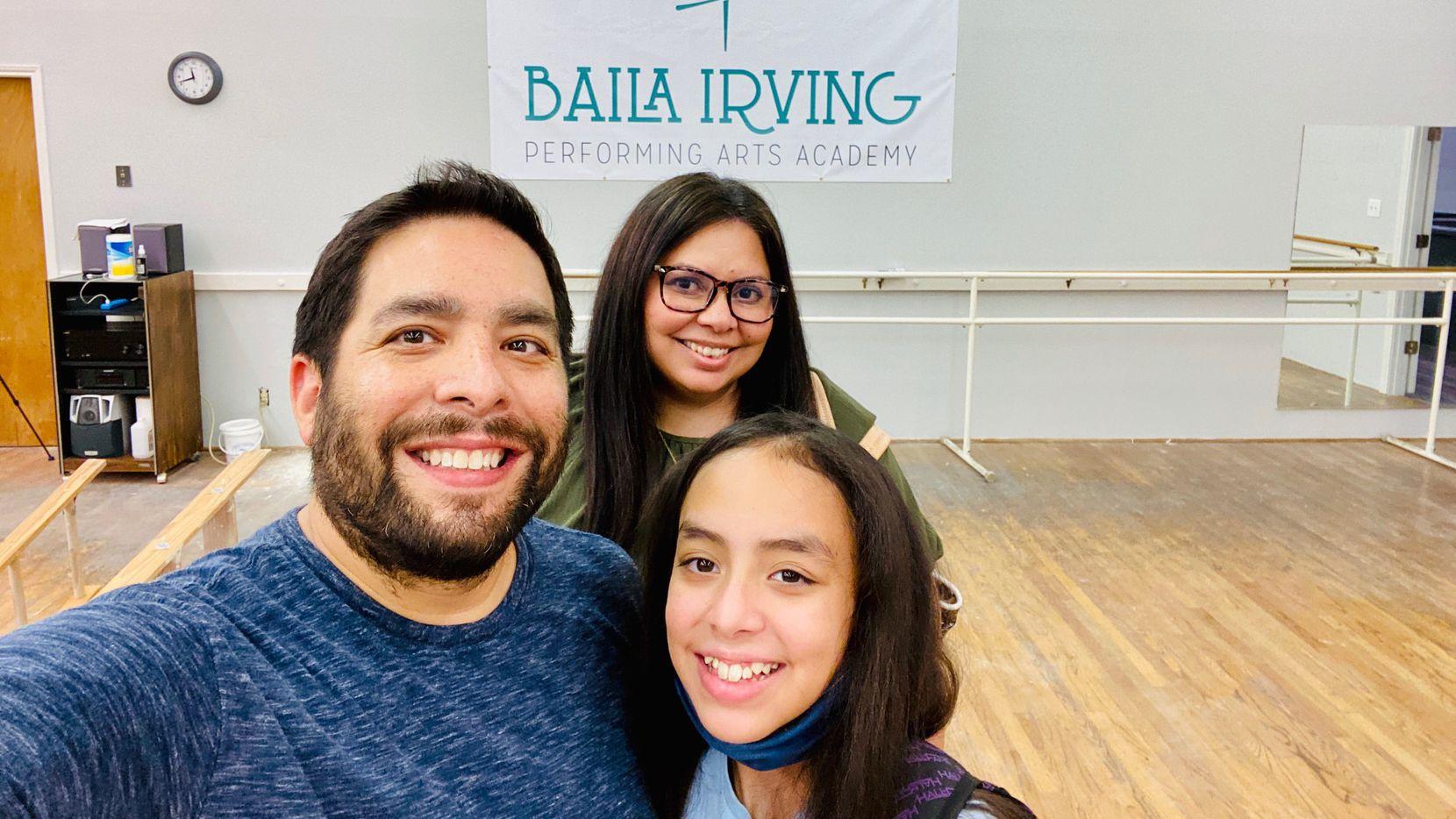 La familia De la Isla compró Forcher's Dance Center y lo reabrió como Baila Irving Performing Arts Academy.