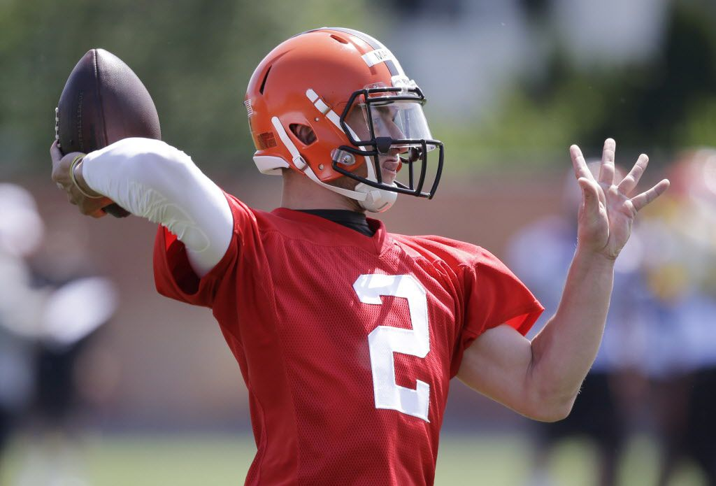 Cleveland Browns quarterback Johnny Manziel throws during an NFL football organized team activity Tuesday, June 2, 2015, in Berea, Ohio. (AP Photo/Tony Dejak)