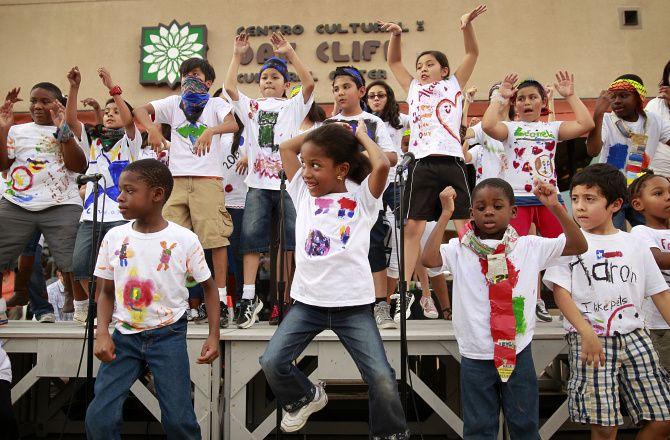 El Oak Cliff Cultural Center por fin tendrá su celebración de 10 años este fin sábado 28 de agosto. El centro celebrara 10 años de arte y cultura con presentaciones y clases de baile. También habrá vendedores de arte locales.