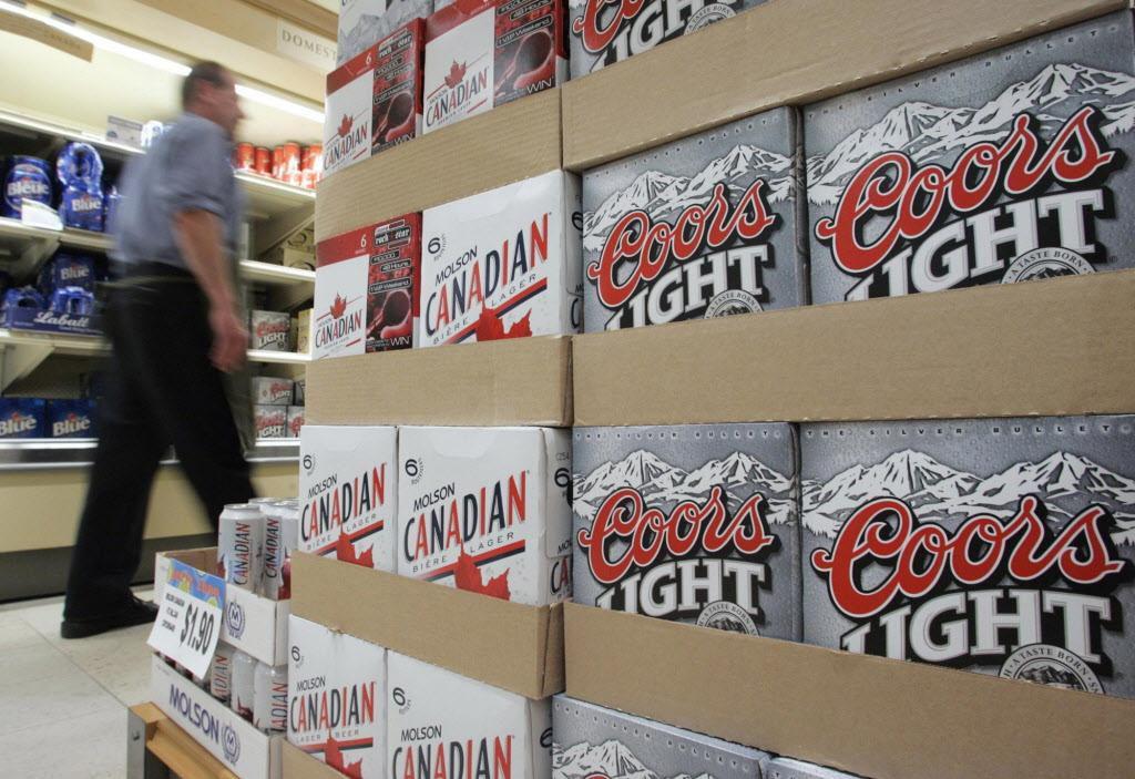 Una agencia estatal quiere combatir el tráfico humano utilizando el acceso de las distribuidoras de alcohol. (AP/ADRIAN WYLD)