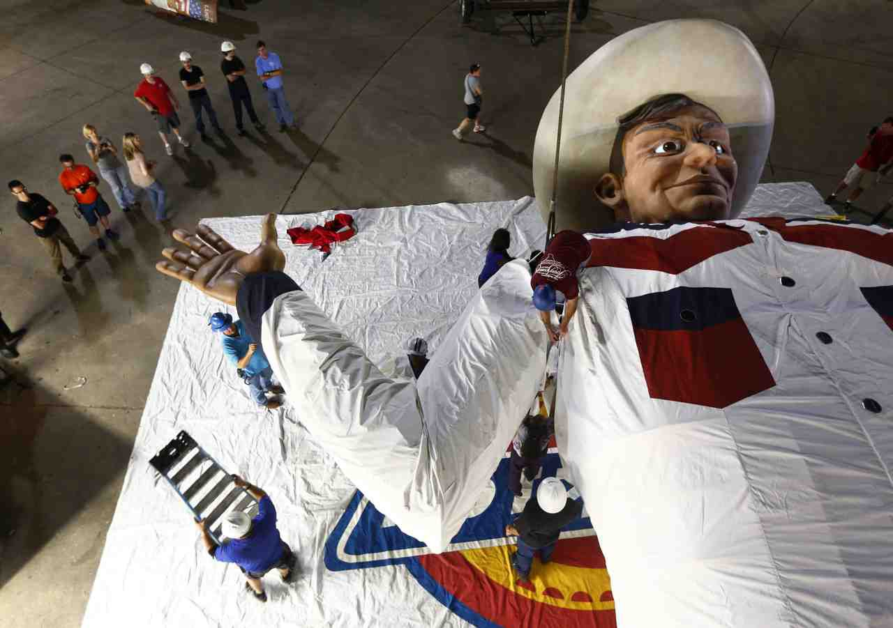 Crews from Texas Scenic, SRO and Dickies worked in the middle of the night to put on Big Tex's new shirt before his debut at the State Fair in 2013.