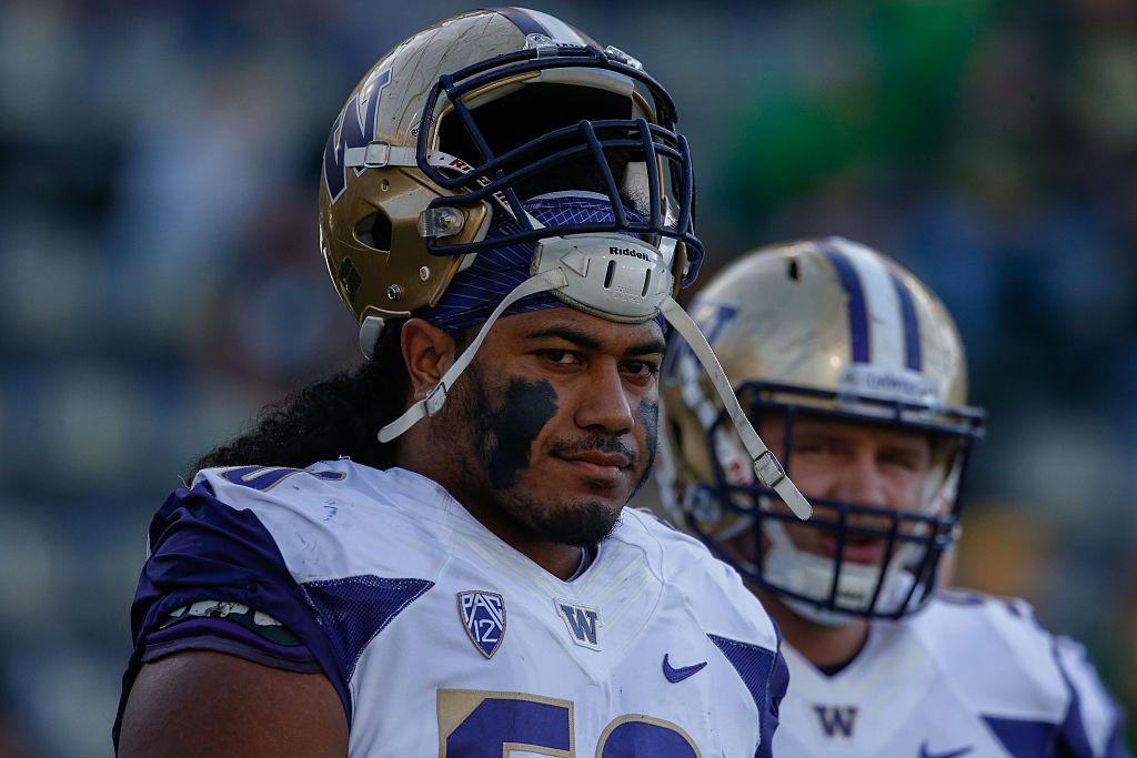 EUGENE, OR - OCTOBER 08:  Defensive lineman Vita Vea #50 of the Washington Huskies looks on prior to the game against the Oregon Ducks on October 8, 2016 at Autzen Stadium in Eugene, Oregon.  (Photo by Otto Greule Jr/Getty Images)