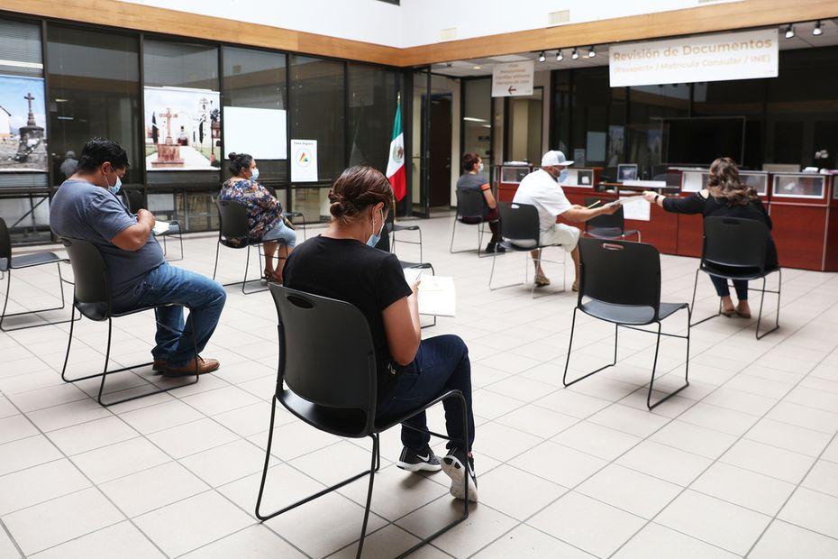 El Consulado mexicano en Dallas aplicó medidas de seguridad para fomentar el distanciamiento social y prevenir un mayor número de contagios de covid-19.