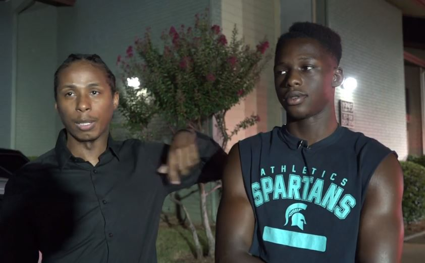 Cyrus Dunbar (left) and Benny Amani describe what they saw when they came upon an apartment fire Monday in Euless.