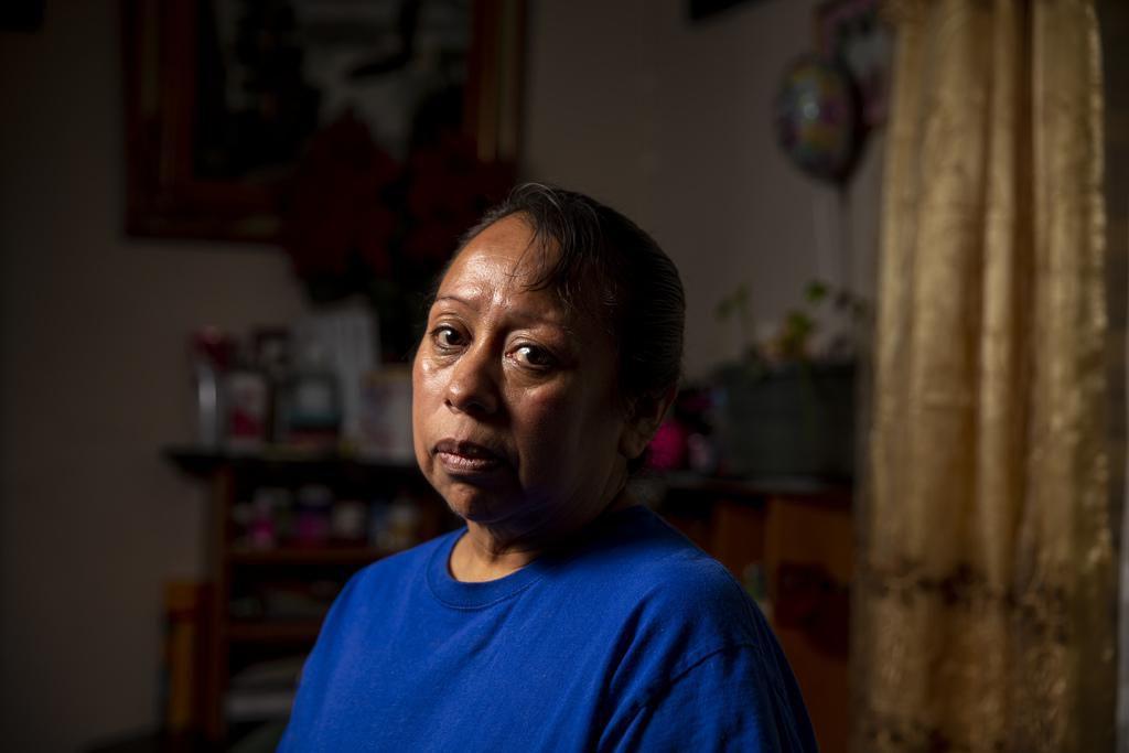 Lucina Martinez desde su hogar en Richardson un día después de que fue detenida por agentes de ICE en su sitio de trabajo en CVE Group, en Allen. (DMN/SHABAN ATHUMAN)