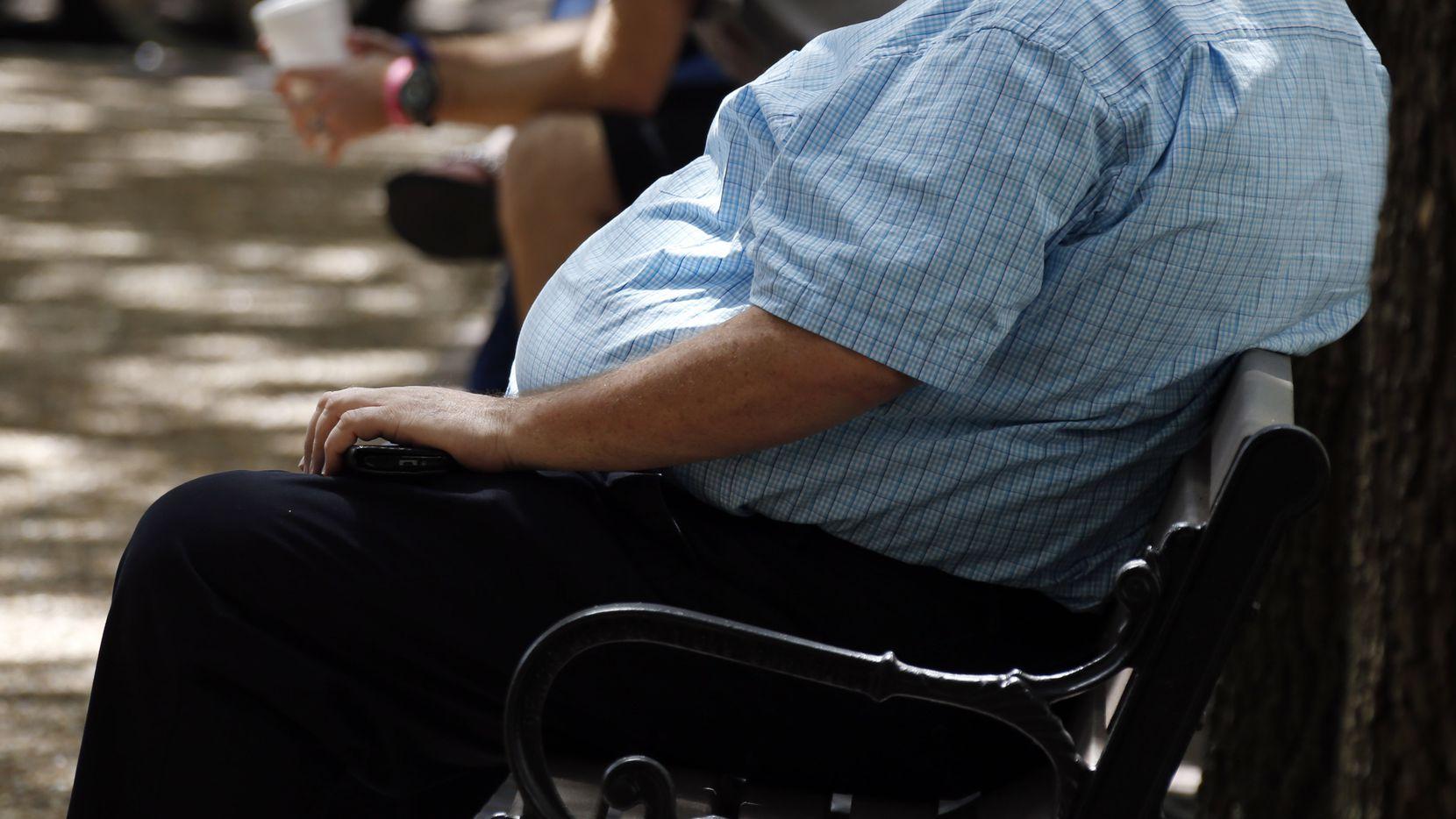 El riesgo de fallecer por complicaciones de coronavirus es mayor en personas con diabetes y obesidad, dice estudio.