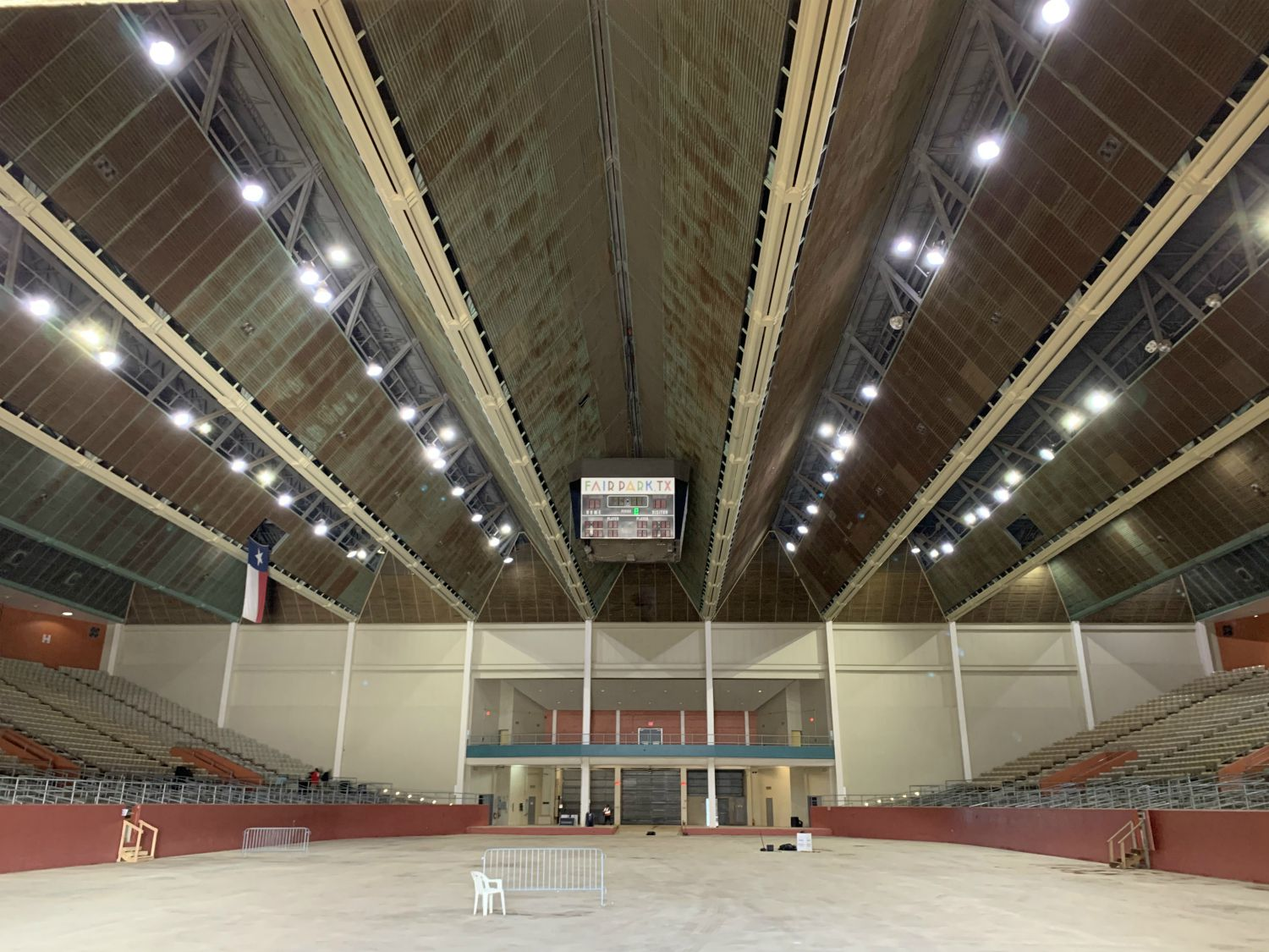 Last week I walked right into the Fair Park Coliseum, which hasn't looked this good in years.