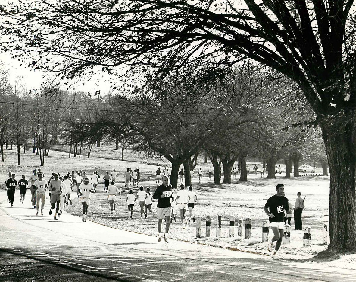 Shot November 26, 1970 - PUBLISHED November 27, 1970 - Third annual Turkey Trot - White Rock Lake 1970x1970