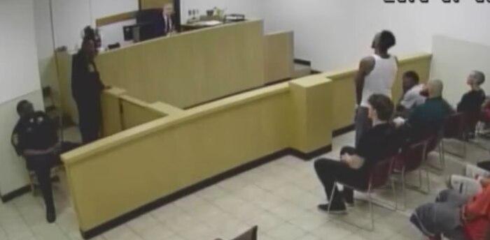 Un juez declaró inconstitucional al sistema en que se otorgan las fianzas en el condado de Dallas. CAPTURA DE IMAGEN