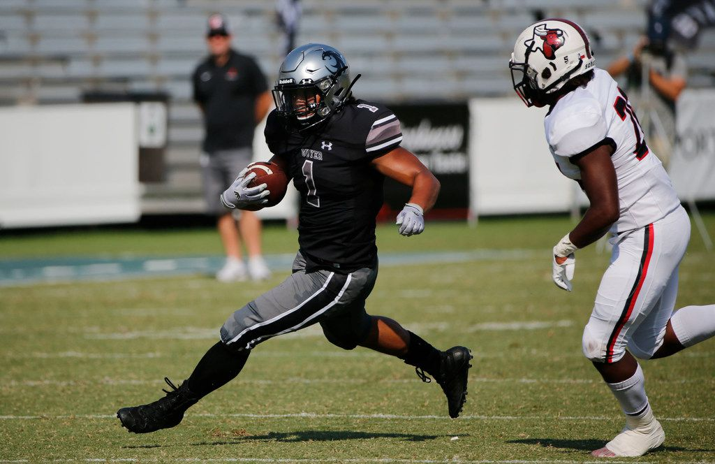 Denton Guyer running back Kaedric Cobbs (1) plays against Cedar Hill during the first half of their high school football game in Dallas, Texas on September 7, 2019. (Michael Ainsworth/Special Contributor)