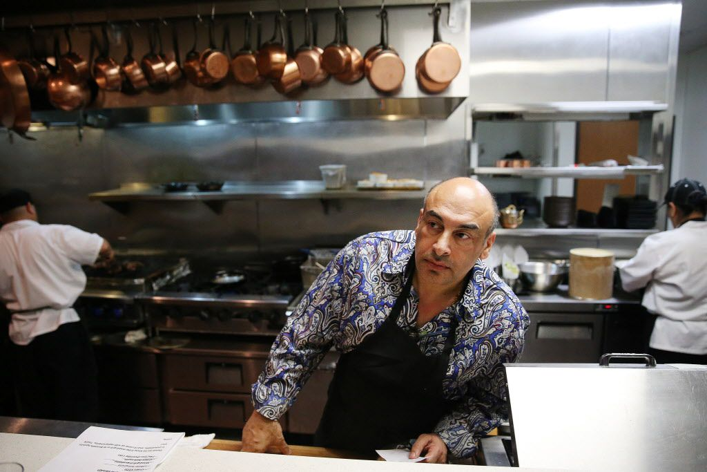 Less than eight months after it opened, Nosh Bistro and Bar has closed. Its owner, Jeff Armand, is preparing to Sallio Bistro Bar in the same space. Chef Avner Samuel  (in photo above)  is not involved in the new restaurant.