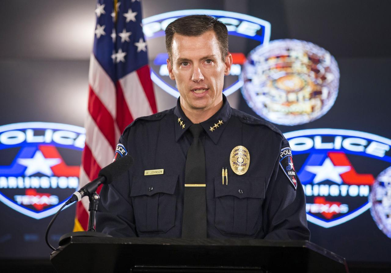 El jefe del departamento de la policía de Arlington, Texas, Will Johnson, se retirará de su puesto en junio.