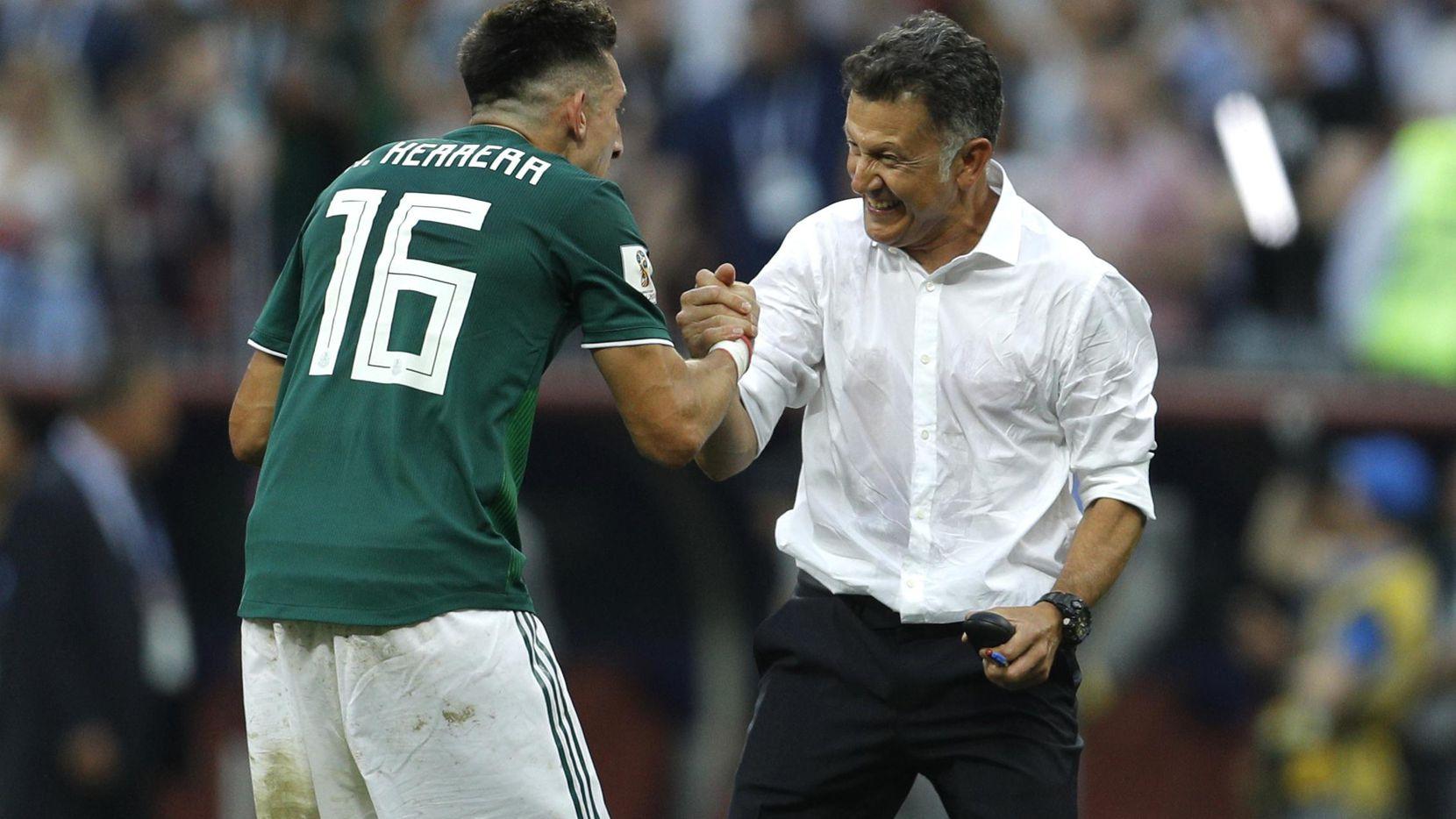 Juan Carlos Osorio cuenta con el apoyo de los jugadores del Tri, tras triunfo histórico ante Alemania en el Mundial. Foto AP