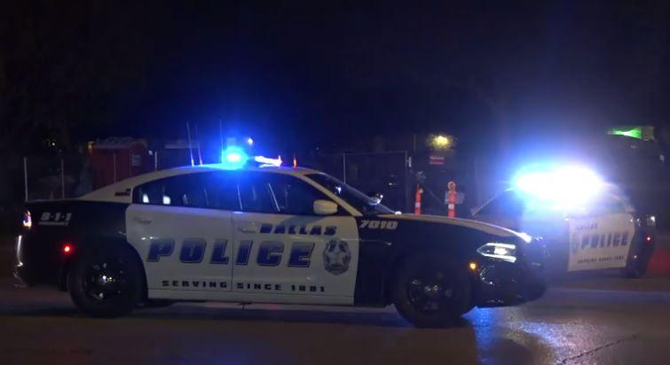 Policía de Dallas en las calles de Oak Cliff.