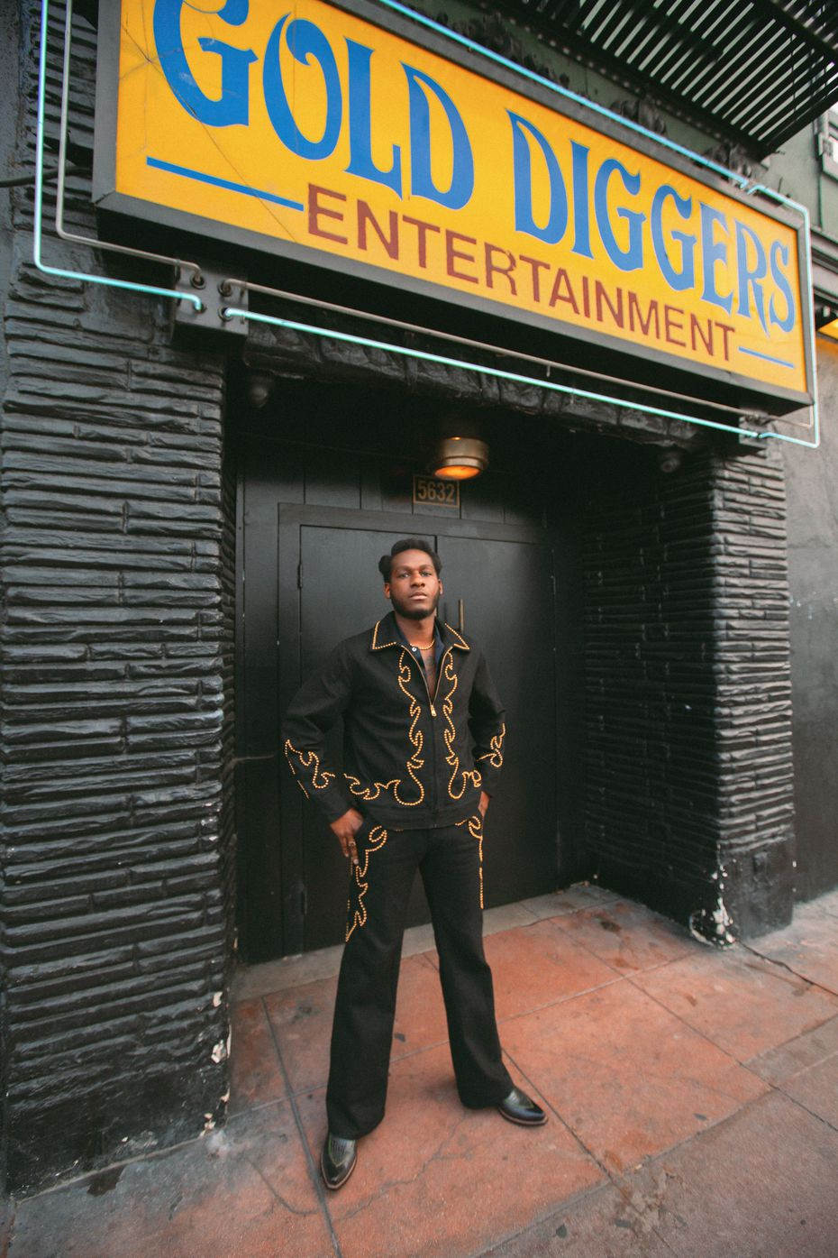 """Bridges recorded the album at Gold-Diggers, a bar, hotel and recording studio whose motto is """"Drink. Sleep. Record."""" He lived at the Hollywood complex for nearly two years."""