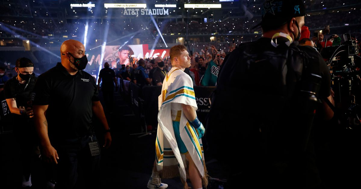 Saturday's atmosphere showed why AT&T stadium was prefect venue for Canelo Alvarez-Billy Joe Saunders