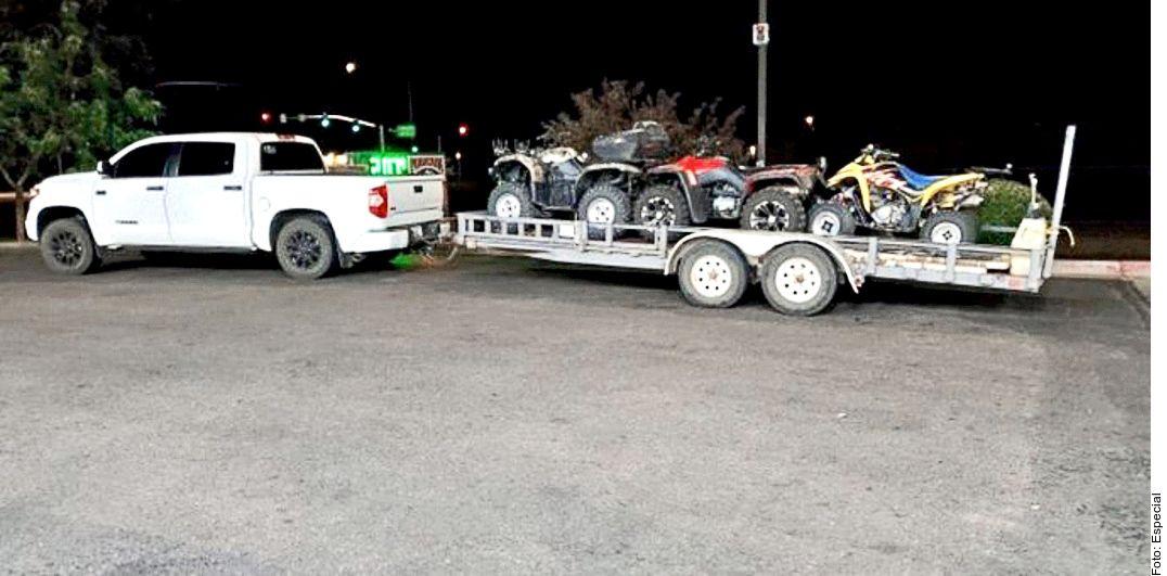 Los asaltantes se llevaron la camioneta Toyota Tundra con remolque de la familia Davis, tras atraco en carretera de Sonora.