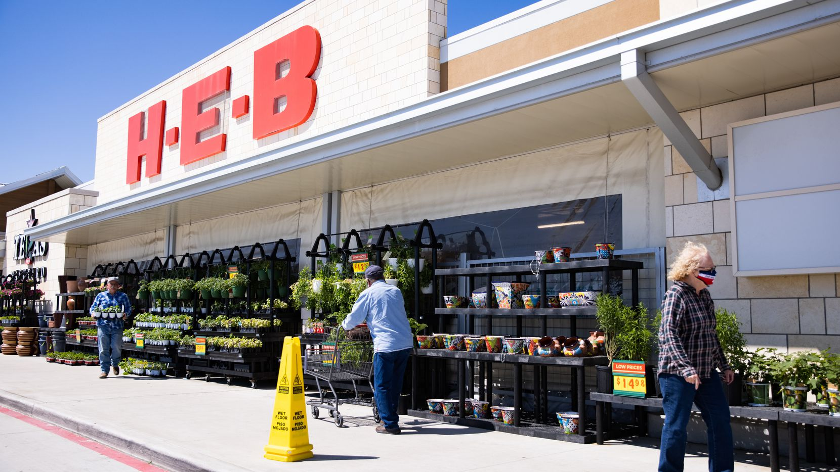 The exterior of the HEB in Hudson Oaks photographed on Friday, March 26, 2021. (Juan Figueroa/ The Dallas Morning News)