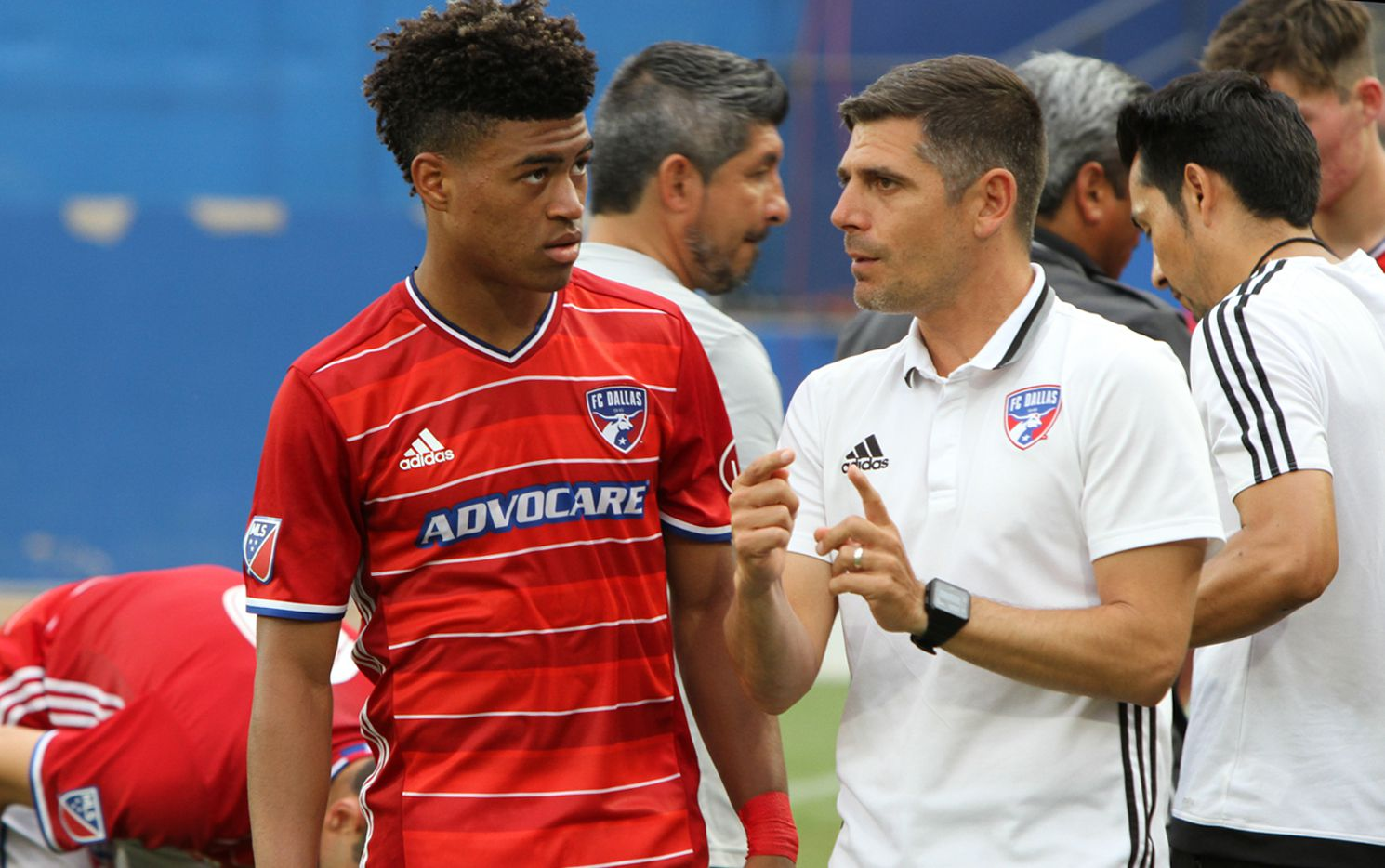 Luchi Gonzalez (right) gives instructions during the 2018 Dallas Cup.